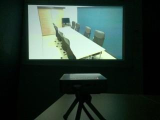 プロジェクター台や投影スクリーンはありますか?