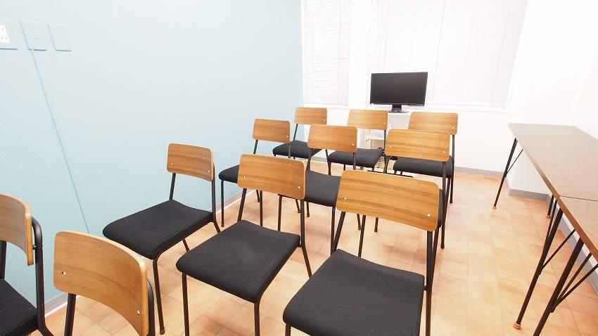 横浜 貸し会議室 レンタルスペース テラス 教室 セミナー 説明会 講習会向けレイアウト