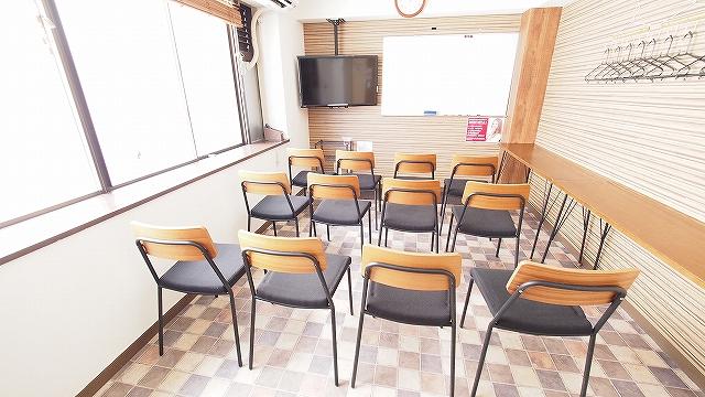 横浜レンタルスペース ワイナリーのDVD鑑賞会のレイアウト