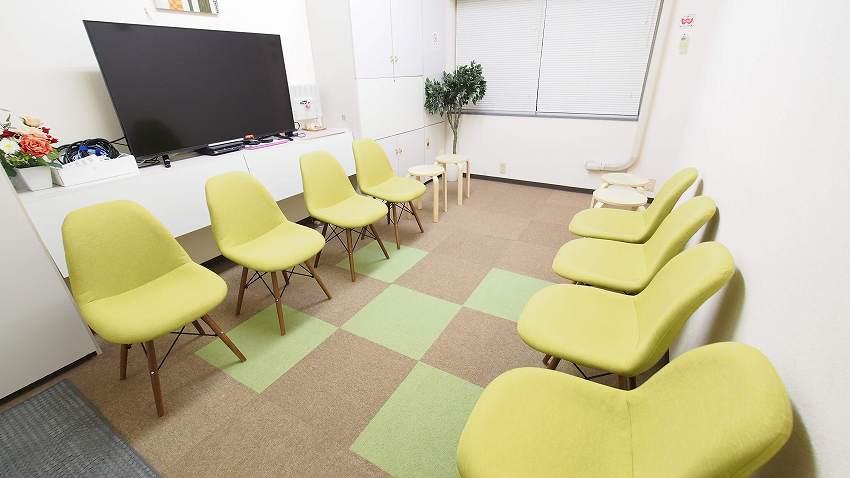 新宿 貸し会議室 レンタルスペース GRASS グループディスカッション 朗読会向けレイアウト
