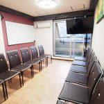 渋谷 貸し会議室 レンタルスペース モルディブ 椅子を向かい合わせにしたグループディスカッション向けレイアウト