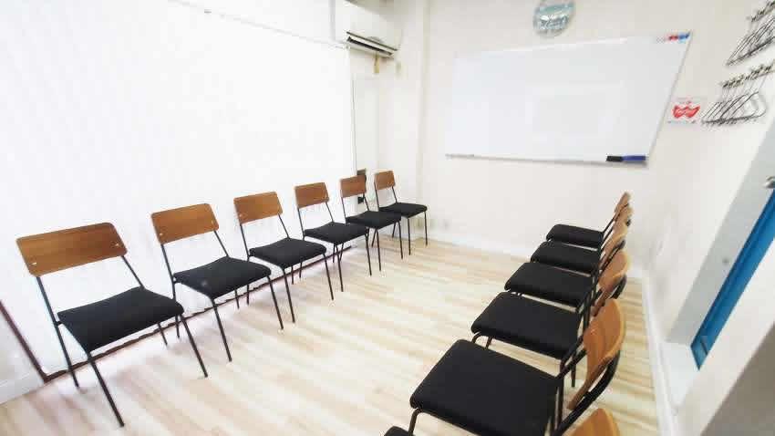 渋谷 貸し会議室 レンタルスペース マリブ グループディスカッション 朗読会向けレイアウト
