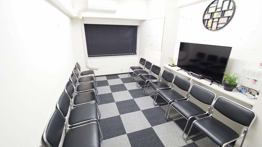 新宿 貸し会議室 レンタルスペース MOON グループディスカッション 朗読会向けレイアウト