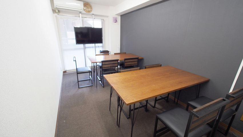 新宿 貸し会議室 レンタルスペース ショコラ 2つのグループを作ったワークショップ向けレイアウト