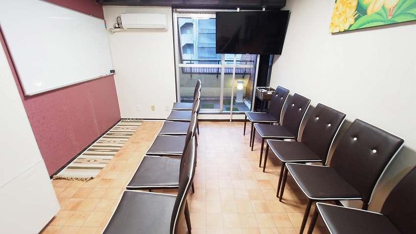 渋谷 貸し会議室 レンタルスペース モルディブ 椅子のみを並べた教室 説明会向けレイアウト