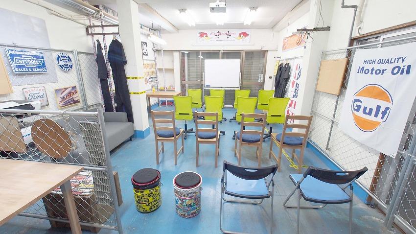 江東区 総武線 亀戸 貸し会議室 レンタルスペース 亀戸ベース プロジェクターに椅子を向けた上映会向けレイアウト