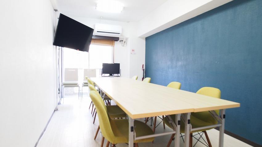 新宿 貸し会議室 レンタルスペース ラピスの会議 ミーティング用レイアウト モニターを使う