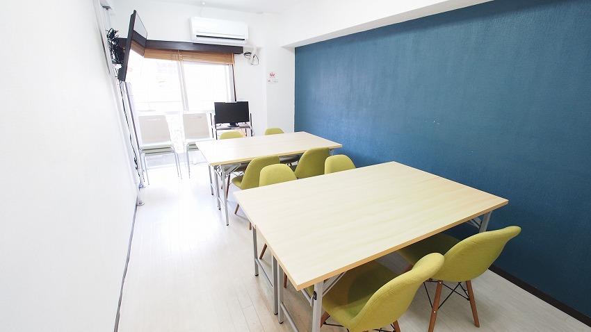 新宿 貸し会議室 レンタルスペース ラピスの2つのグループを作ったワークショップ向けレイアウト