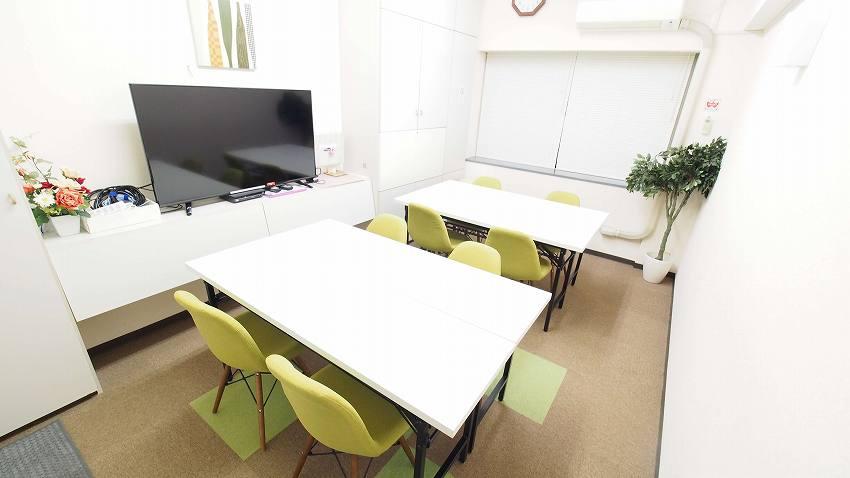 新宿 貸し会議室 レンタルスペース GRASS 2つのグループを作ったワークショップ 教室向けレイアウト