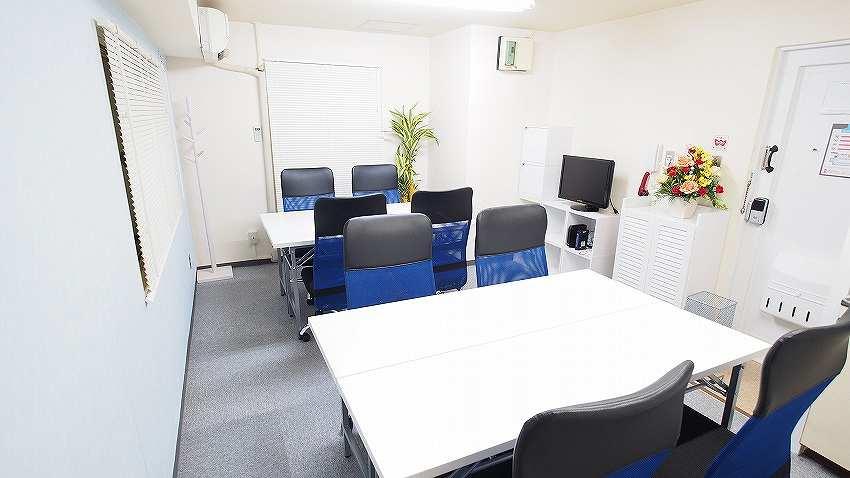 新宿 貸会議室 レンタルスペース マリーナ 2つのグループを作ったグループディスカッション ワークショップ 教室向けレイアウト