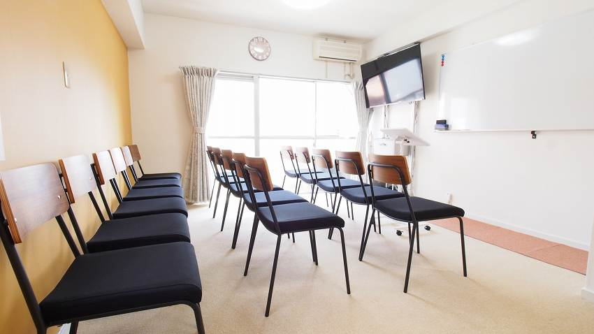 渋谷 貸し会議室 レンタルスペース HIDAMARI 椅子のみを並べた 教室 セミナー 説明会向けレイアウト