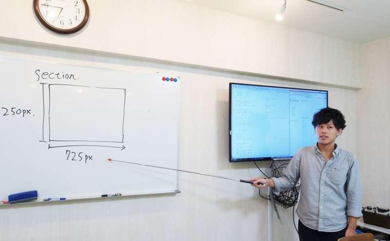 オンラインセミナーに必須の大型ホワイトボードとモニターがある貸し会議室です