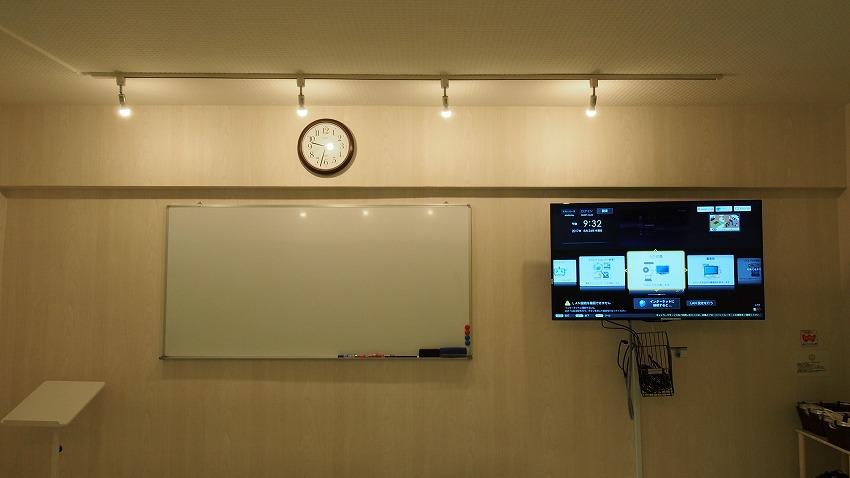 渋谷 貸し会議室 レンタルスペース KOMOREBI ホワイトボードと大型モニター