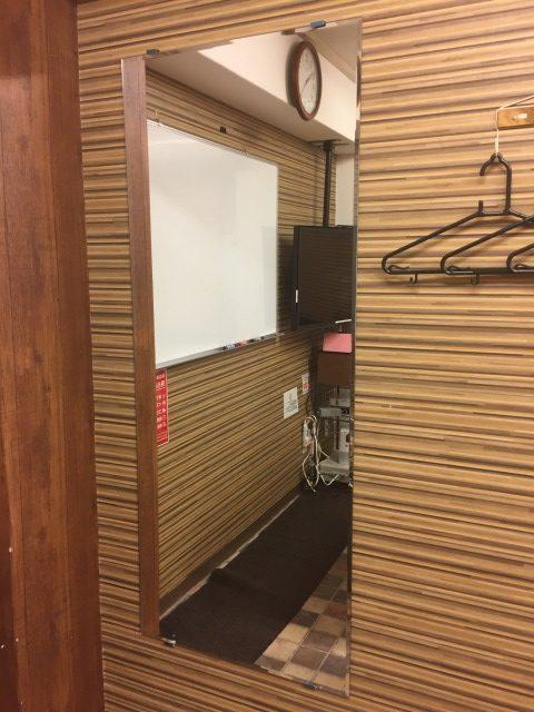 横浜レンタルスペースに大型鏡を追加