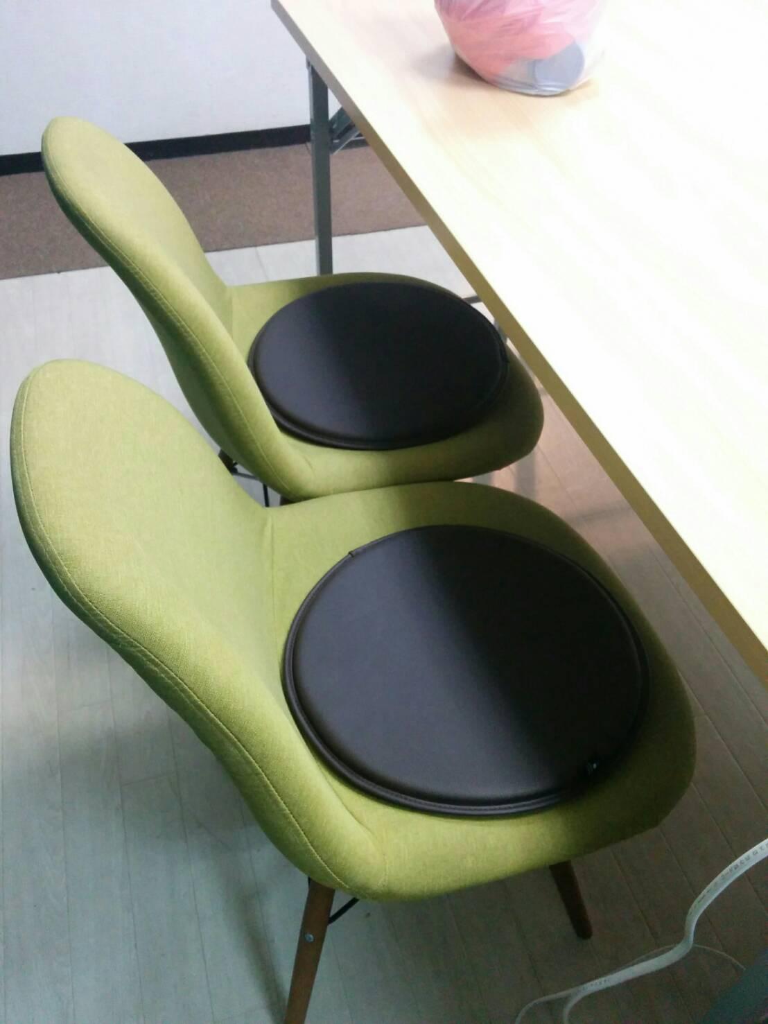 ラピスの椅子に丸座クッションをご用意しました