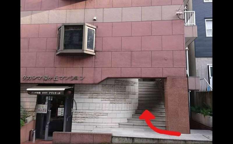 そのビルの5F、501号室です。
