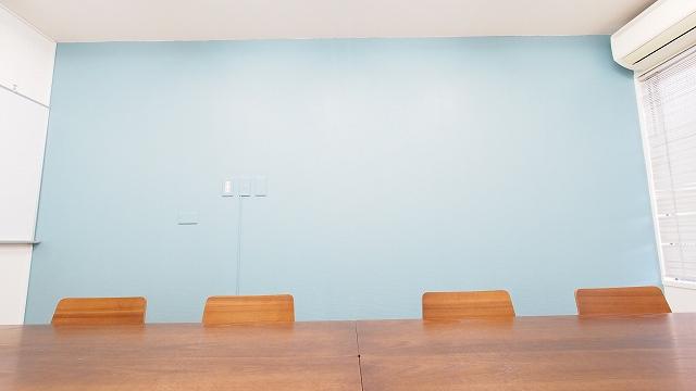 テラス淡いブルーが優しいおしゃれな壁