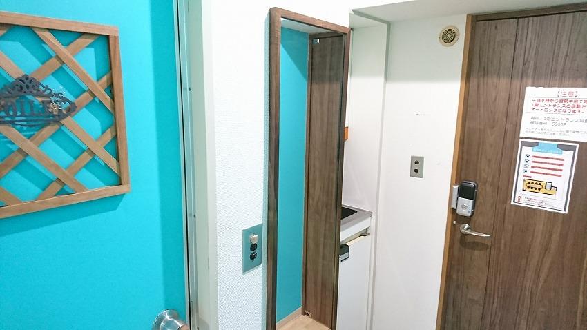 新宿の貸し会議室【ベネチア】には、姿見鏡がございます