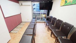 渋谷貸し会議室レンタルスペースモルディブ椅子のみを並べた教室説明会向けレイアウト