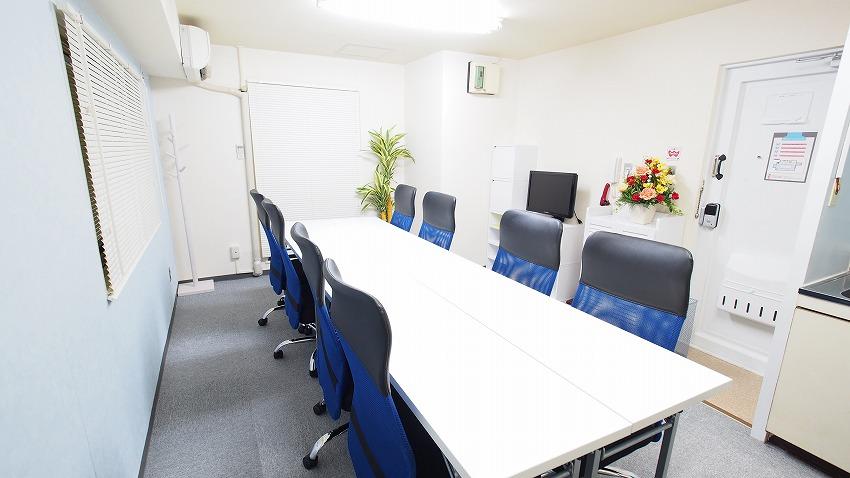 新宿駅に近いモニターやホワイトボードが無料の貸し会議室「マリーナ」