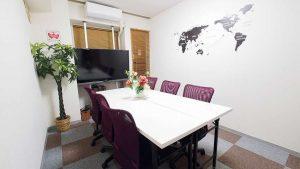 横浜ホワイトボードが無料貸し会議室レンタルスペースBASE会議ミーティング向けレイアウト